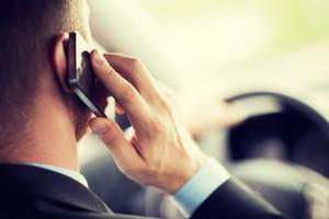 Die Handynutzung während der Fahrt ist laut der Straßenverkehrsordnung in Schweden bereits seit längerer Zeit verboten.