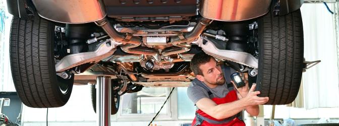 Kfz-Halter müssen ihr Fahrzeug regelmäßig bei der Haupt- und Abgasuntersuchung prüfen lassen.