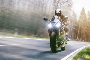 Die Hauptuntersuchung muss beim Motorrad genau wie beim Auto alle zwei Jahre durchgeführt werden.