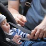 Hitzetod im Auto: Wird das Kleinkind im Auto gelassen, kann es aufgrund zu hoher Temperaturen sterben.