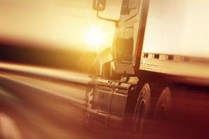 Überschreitungen der Höchstgeschwindigkeit mit Lkw & Bus auf der Autobahn werden in der Regel strenger geahndet.