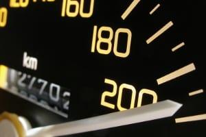Beachten Sie unbedingt die Höchstgeschwindigkeit in Frankreich!