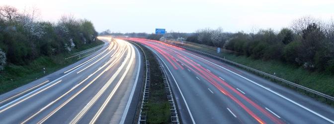 Höchstgeschwindigkeit innerhalb geschlossener Ortschaft: In der Regel liegt sie bei 50 km/h.