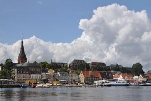 Wie viele Punkte bekommen Sie in Flensburg bei Überschreitung der Höchstgeschwindigkeit innerorts?