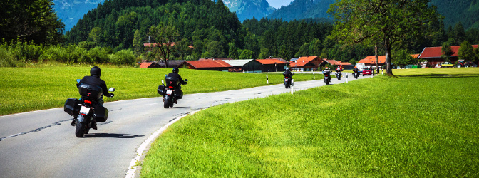 Generelle Höchstgeschwindigkeit auf der Landstraße: Anders als auf Autobahnen gibt es keine freigegebenen Strecken.