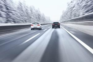 Höchstgeschwindigkeit im Winter: Mit Schneeketten sind 50 km/h das Maximum, bei Winterreifen gibt es keine gesonderte Beschränkung.