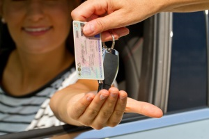 Erst den Führerschein und direkt danach für einen Tempoverstoß innerorts ein Fahrverbot erhalten?