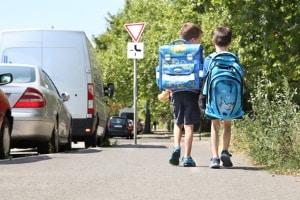 Wer innerorts zu schnell ist, stellt ein höheres Risiko z.B. für Kinder dar.