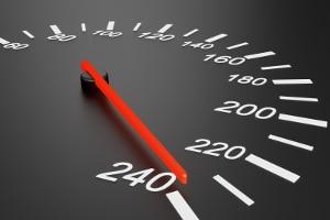 In Italien gilt für Fahranfänger: Die zulässige Geschwindigkeit ist anders geregelt als bei anderen Fahrern.