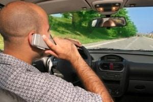 Der vom KBA erstellte Tatbestandskatalog unterscheidet zwischen Tateinheit und -mehrheit. Relevant ist das z. B. beim Tempoverstoß mit Handy.