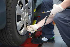Die Kennzeichnung bei Runflat-Reifen ist im Gummi zu finden.