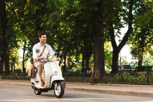 Je nach Typ benötigen Sie für ein Kleinkraftrad einen Führerschein oder eine Prüfbescheinigung.