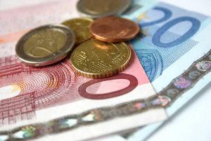 Die Kosten für den Führerschein A1 belaufen sich zwischen 950 und 1.700 €.