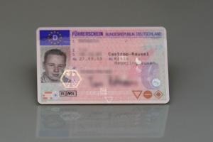 Die Kosten für den Führerschein-Ersatz können bei zeitgleicher Umtragung in einen EU-Führerschein ggf. steigen.