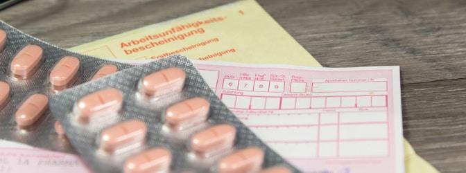 Ob Sie krankgeschrieben autofahren dürfen, hängt von den eingenommenen Medikamenten und von Ihrem Gesundheitszustand ab.