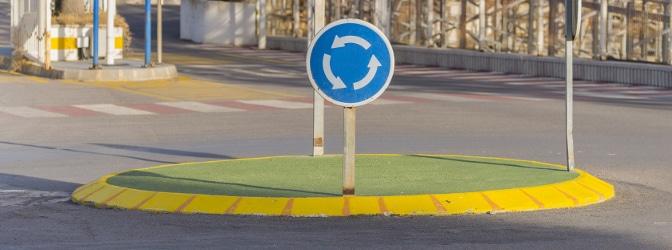 Worauf müssen Sie als Autofahrer in einem Kreisverkehr achten?