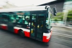 Lenkzeiten für Busfahrer: Reisebus- und Linienverkehr-Fahrer sind gleichermaßen von den Regelungen betroffen.