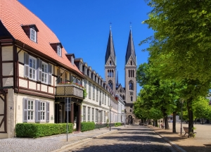 Ob unter dieser Straße in Halberstadt ein mittelalterlicher Handelsweg liegt? Lidar-Daten könnten die Antwort liefern.
