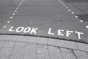 Auch Fußgänger sollten im Linksverkehr einige Regeln beachten.