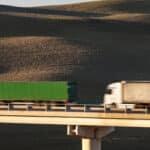 Erfahren Sie, welche Abstände vorgeschrieben sind und was ein LKW-Abstandsverstoß kostet