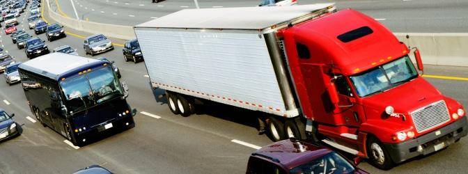 Lkw auf der Autobahn: An welche Geschwindigkeit müssen sich Fahrer halten?