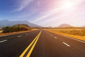 Die Straßen müssen frei bleiben: Das Lkw-Fahrverbot am Wochenende gilt in Österreich das ganze Jahr.