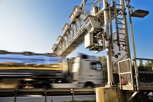 Die Lkw-Maut in der Schweiz wird Schwerverkehrsabgabe genannt.
