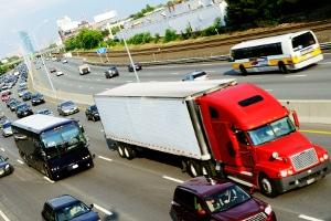 Vor allem große Fahrzeuge wie Lkw müssen eine Sicherheitsprüfung durchlaufen