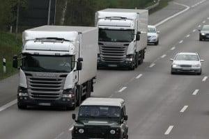 Ein Lkw-Verbot in Österreich gibt es auch für einzelne Spuren der Autobbahn.