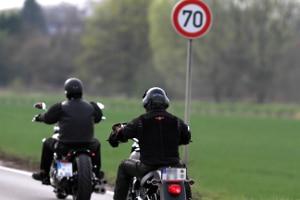 Das Messen der Geschwindigkeit mit einem Laser gestaltet sich bei einem Motorrad schwieriger.