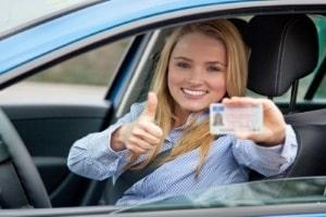 Das Mindestalter für den Führerschein der Klasse B liegt bei 17 Jahren.