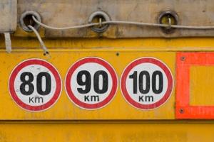 Die Mindestgeschwindigkeit von 60 km/h, die auf der Autobahn angeblich gilt, kann der Realität nicht entsprechen. Es gibt gar kein Mindesttempo auf der Autobahn.