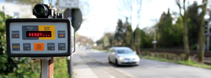 Mobile Blitzer können auf Autobahn, Landstraße oder innerorts eingesetzt werden.