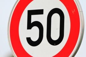 In Montenegro gelten im Auto allgemeine Tempolimits.