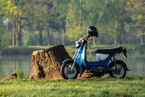 Moped fahren: Mit einem B-Führerschein ist das kein Problem.