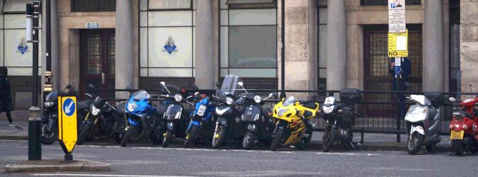 Darf man ein Moped ohne Führerschein fahren? Nein.