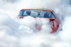 Unnötigerweise den Motor laufen zu lassen, belastet die Umwelt.