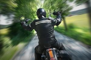Seien Sie nicht zu übermütig, wenn Sie mit Ihrem Motorrad im Frühling unterwegs sind!