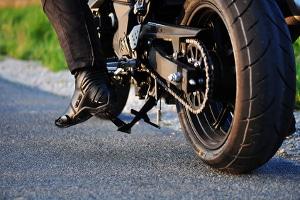 Auch für das Motorrad gilt: Die Parkscheibe muss gut sichtbar angebracht werden