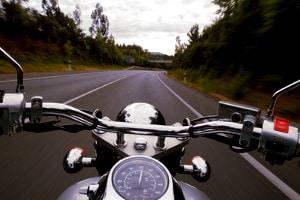 Wenn die Tage kürzer werden, sollten Sie beginnen, Ihr Motorrad winterfertig zu machen.