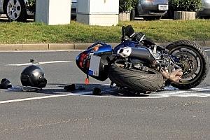 Ob Autounfall oder Motorradunfall: Beim Schmerzensgeld kann die Dauer bis zur Auszahlung lang sein.