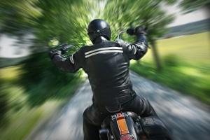 Motorradunfall: Wann sollten Sie den Helm abnehmen, wann nicht?