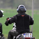Nicht selten endet ein Motorradunfall ohne Helm tödlich.
