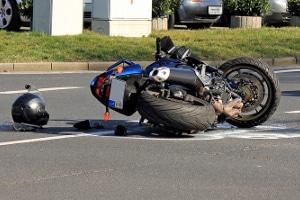Motorradunfall ohne Schutzkleidung: Wann liegt eine Mitschuld vor?