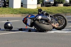 Ob Auto- oder Motorradunfall: In Spanien sind Sie als Beteiligter dazu verpflichtet, am Unfallort anzuhalten und Verletzten zu helfen.