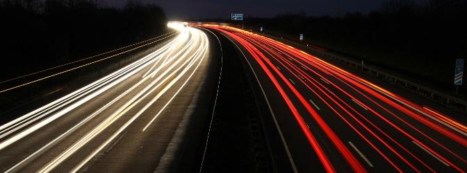 Wann und wo gilt das Nachtfahrverbot für Lkw? Wir klären auf.