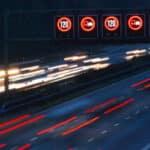 Das Nachtfahrverbot bezieht sich vorwiegend auf den Lkw - aber auch andere Fahrzeuge kann es betreffen.