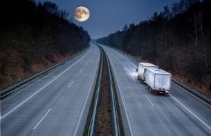 Auch vom Nachtfahrverbot für Lkw in Österreich gibt es Ausnahmen.