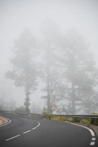 Bei Nebel werden Nebelscheinwerfer mit keinem Bußgeld geahndet.