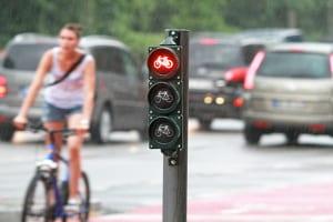 Durch die neue Straßenverkehrsordnung soll ein  Rechtsabbiegerpfeil nur für Radfahrer eingeführt werden.